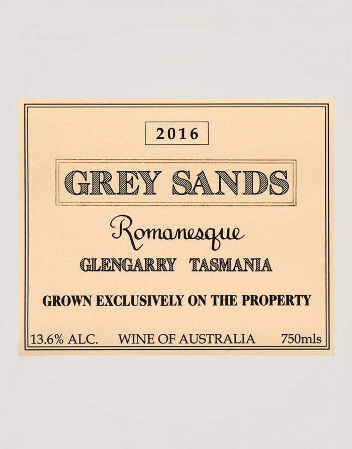 Large front label of Grey Sands 2016 Romanesque